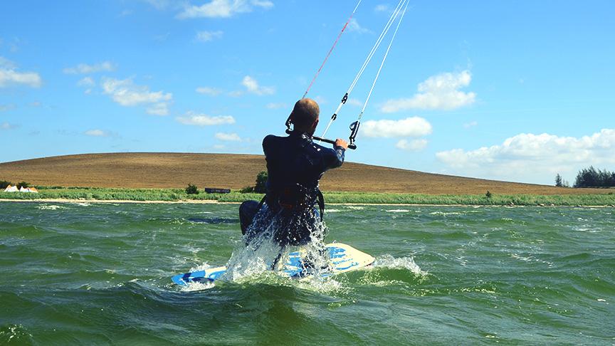 Schnell und sicher Kitesurfen lernen